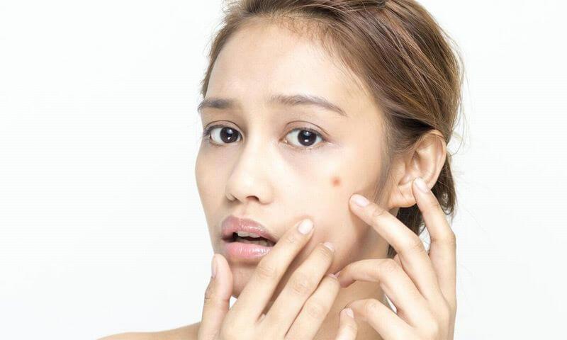 肌にぶつぶつができてしまう主な原因