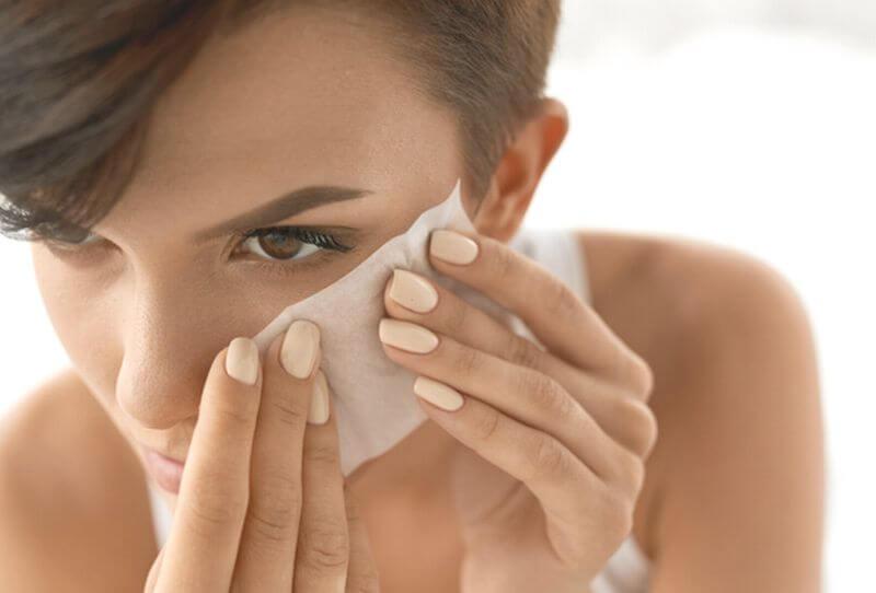 鼻とおでこのべたべたをケアする方法