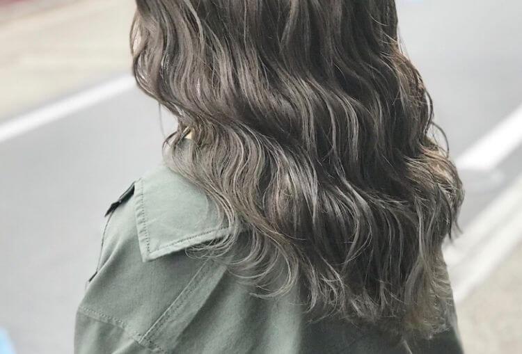 肌を白く見せる髪色④ブルー系