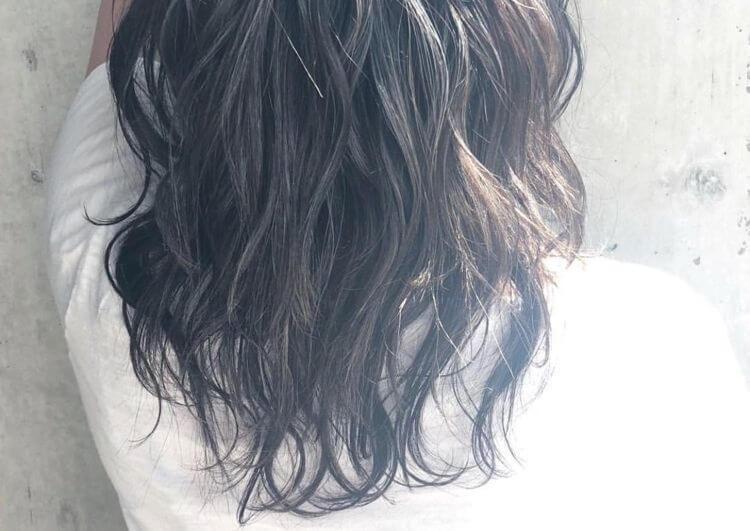 肌を白く見せる髪色①ダークブラウン系